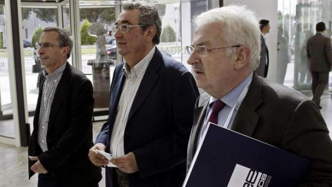 El director general de Relaciones Laborales de la CEOE, José de la Cavada (derecha), en la Asamblea General de la Confederación Española de Relaciones Empresariales (CEOE).