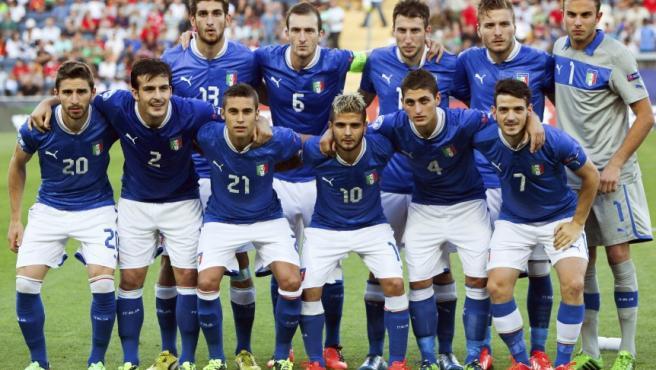 El once inicial de la selección italiana sub'21 posa antes de la final del Europeo sub'21 disputada ante España, en el estadio Teddy de Jerusalén, Israel. En directo: final del Europeo sub'21 entre España e Italia.