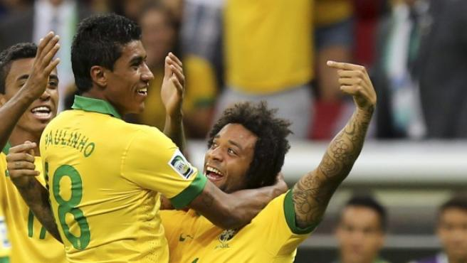 Marcelo celebra un gol de la selección de Brasil en la Copa Confederaciones 2013.