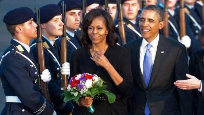 El presidente estadounidense, Barack Obama, y su esposa Michelle a su llegada al aeropuerto de Tegel en Berlín (Alemania).