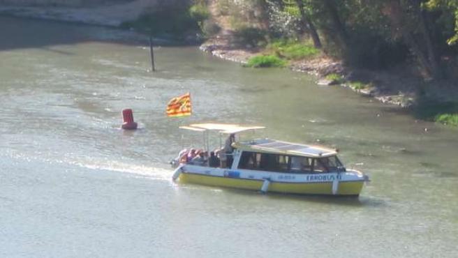 Uno De Los Barcos Por El Ebro