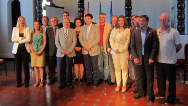 Valderas preside la firma del Pacto por la solidaridad y la cooperación