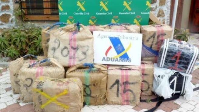 Kilos de hachís incautados en una embarcación en las inmediaciones del Perejil