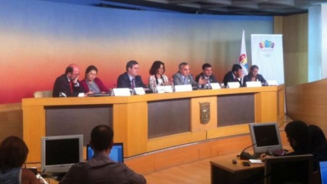 La alcaldesa de Madrid, Ana Botella, y el presidente del COE, Alejandro Blanco, valoran el informe del COI en la Casa Cisneros.