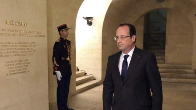 El presidente galo, François Hollande, asiste a la ceremonia conmemorativa del centenario del nacimiento del poeta y político francés Aimé Cesaire en el Panteón en París.