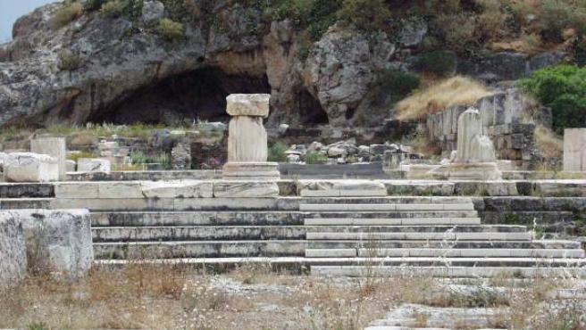 Los restos del templo de Eléusis, lugar donde se practicaba el ritual, aún persisten.