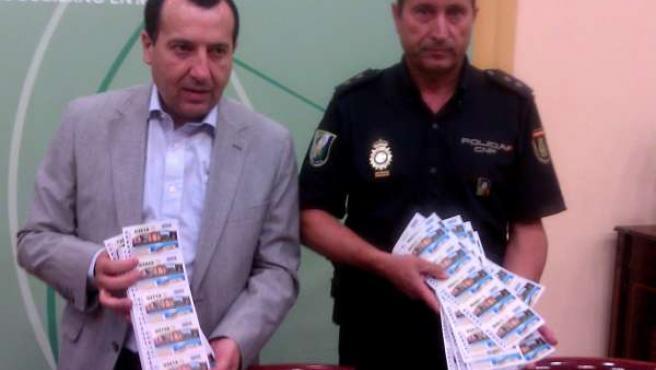 Ruiz Espejo y un policía