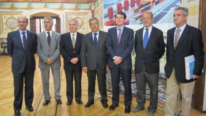 Autoridades presentes en la firma del acuerdo de la Red Cencyl en Salamanca