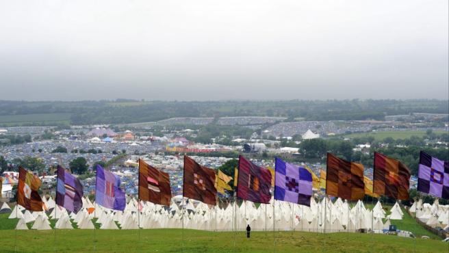 Una vista general del lugar que acoge el Festival británico de Glastonbury, cerca de Pilton (Reino Unido). El festival, que se celebra del 26 al 30 de junio, trae como principal novedad en esta edición la actuación inédita de los Rolling Stones.