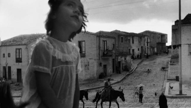 Foto del pueblo de Corleone (Sicilia), del reportero chileno Sergio Larrain