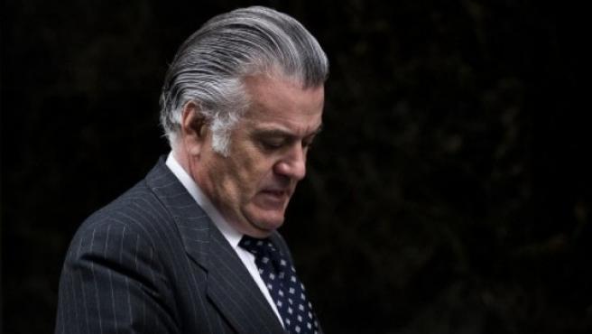 Luis Bárcenas abandona la Audiencia Nacional, en Madrid.