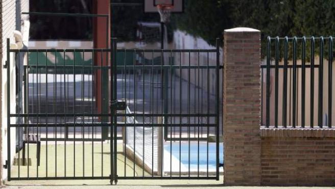 Piscina del colegio privado de Campolivar, en Valencia, donde murió ahogado un niño de 4 años.