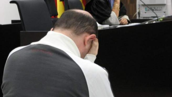 El segundo violador del Eixample, Alejandro Martínez Singul, durante el juicio por intentar violar a una menor en octubre de 2009.