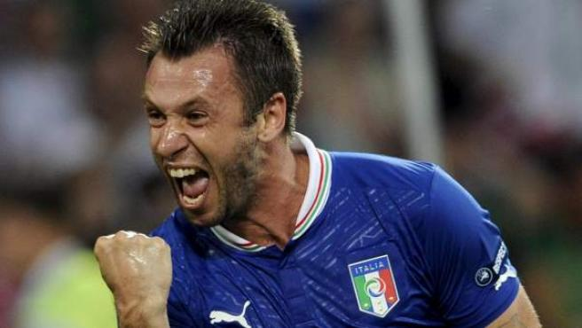 Antonio Cassano celebra su gol en el Italia - Irlanda.