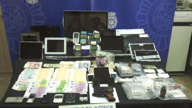 Detalle de los artículos incautados en una operación contra la prostitución en Puerto Banús.