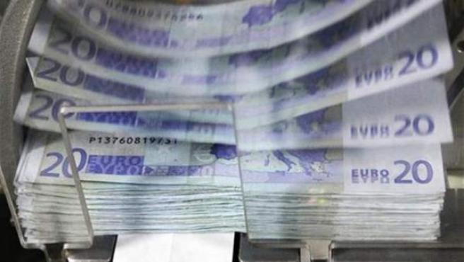 Imagen de la impresión de unos billetes de euro.