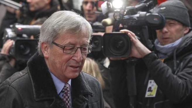 El primer ministro luxemburgués, Jean-Claude Juncker, llega a la reunión de la cumbre para cerrar el presupuesto europeo de 2014 a 2020.