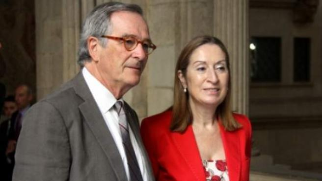 La ministra de Fomento, Ana Pastor, junto al alcalde de Barcelona, Xavier Trias.