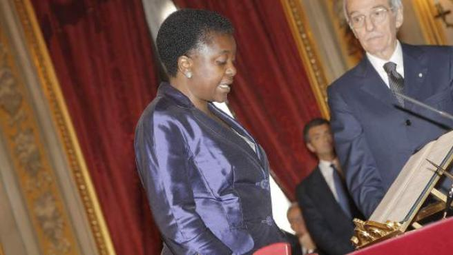 La nueva ministra italiana de Integración, Cecile Kyenge, jurando su cargo en la sede de la jetafura del Estado.
