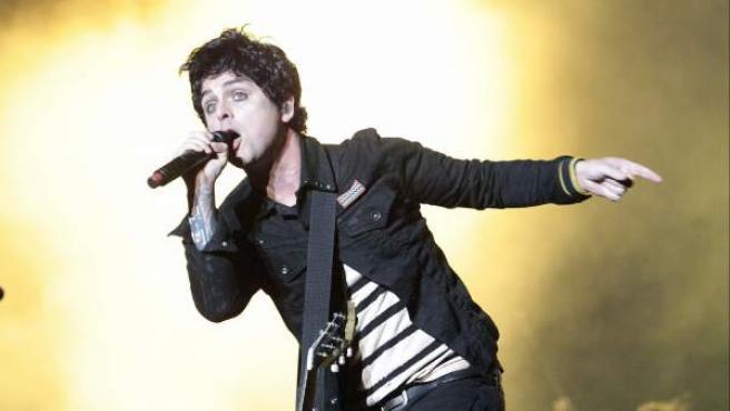 El cantante y guitarrista de la banda californiana Green Day, Billie Joe Armstrong, durante el concierto ofrecido en la jornada de clausura del Festival Bilbao BBK Live.