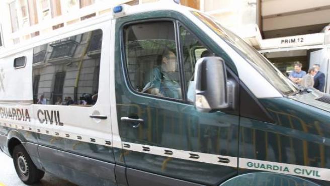 El extesorero del PP Luis Bárcenas a su llegada a la Audiencia Nacional en un furgón de la Guardia Civil desde la prisión madrileña de Soto del Real.