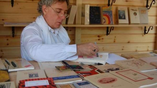 El poeta Juan Carlos Mestre