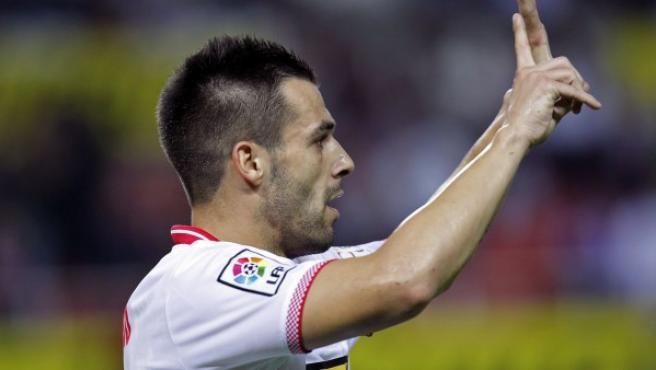 El delantero del Sevilla CF Álvaro Negredo celebra un gol.