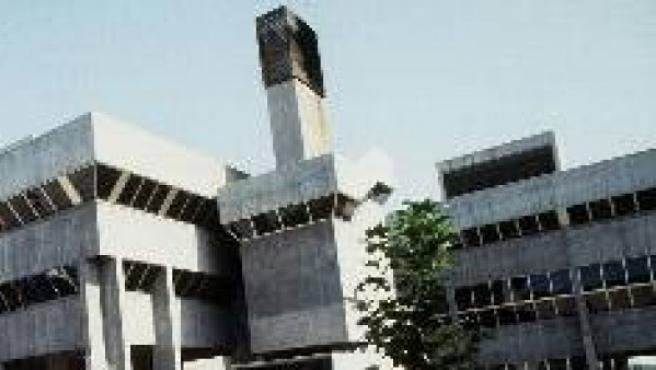 Edificio de la Facultad de Ciencias de la Información de la Complutense.