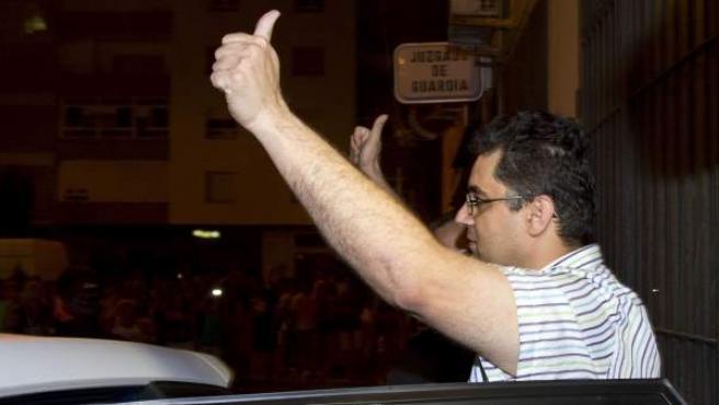 """El director del colegio Los Salesianos """"San Ignacio"""" de Cádiz, F.J.L.L. (d), acusado de malos tratos, tocamientos y amenazas a más de cuarenta alumnos del centro."""