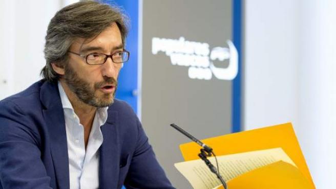 Iñaki Oyarzábal en una rueda de prensa en Bilbao. Hablando sobre el caso Bárcenas.