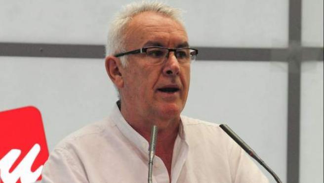 El coordinador federal de IU, Cayo Lara, durante el acto de presentación del informe político de la presidencia federal.