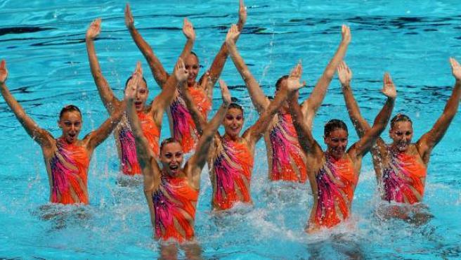 El equipo italiano de natación sincronizada en los mundiales de natación de Barcelona, durante la rutina técnica, en el Palau Sant Jordi. 20/7/2013.