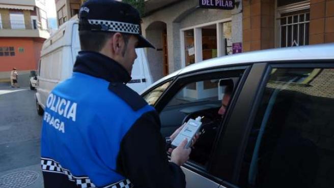 Control de alcoholemia, prueba de etilometría, en Fraga (Huesca)