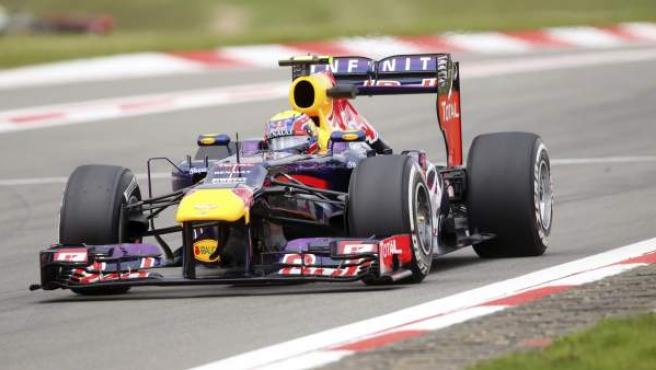 El australiano Mark Webber circula con su coche en los entrenamientos del GP de Alemania.