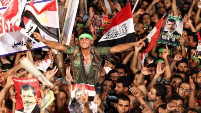 Seguidores de los Hermanos Musulmanes participan en una protesta en apoyo al depuesto presidente egipcio Mohamed Mursi.