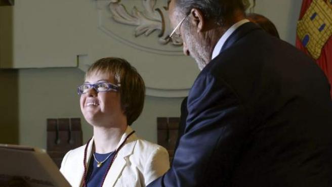 Ángela Bachiller, primera concejal con síndrome de Down, toma posesión como edil en Valladolid.