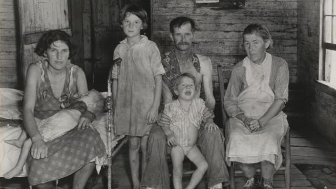 Una familia de aparceros retratada por Walker Evans