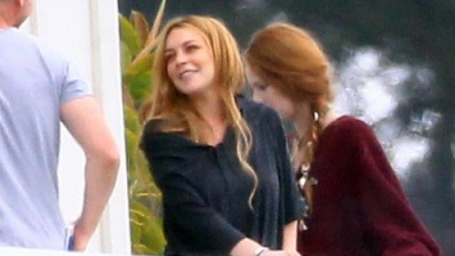 La actriz Lindsay Lohan en el balcón de su clínica de rehabilitación, en Malibú (California, EE UU)