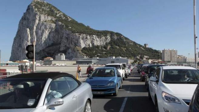 Colas de coches saliendo de Gibraltar.