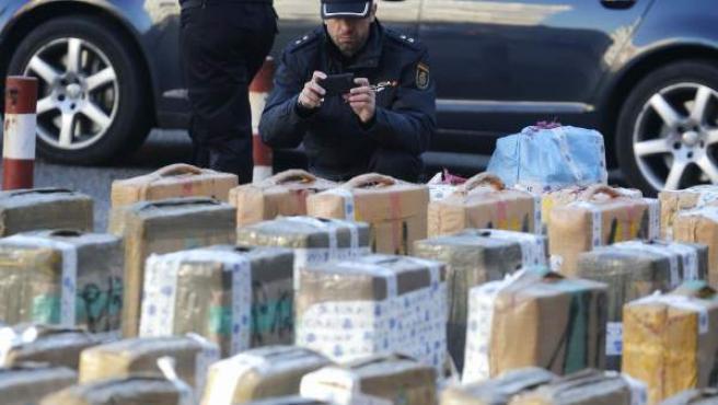 Imagen de archivo de la droga incautada por agentes de policía en una operación.
