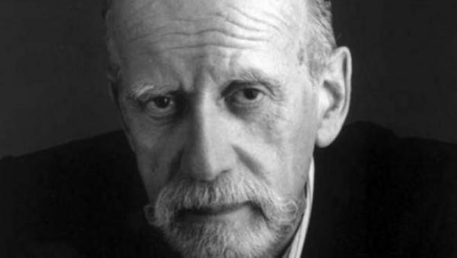 Schoo fue un escritor, periodista, crítico, cronista, traductor y guionista argentino.