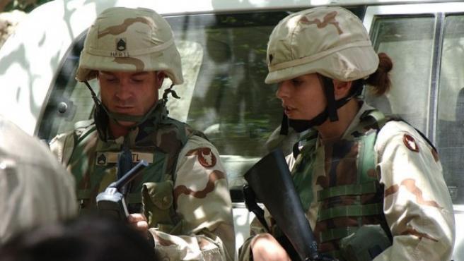 Dos militares estadounidenses en la provincia afgana de Parwan, en una imagen de 2004.