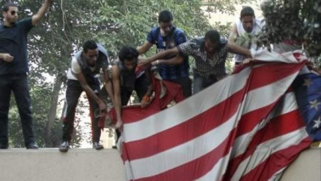 Imagen de archivo de una protesta en la embajada de EE UU en El Cairo, Egipto.