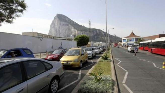 Largas esperas para entrar y salir en la frontera con Gibraltar.