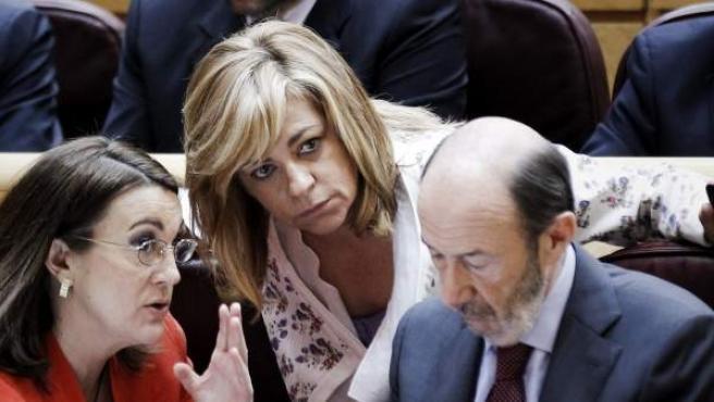 Elena Valenciano junto a Soraya Rodríguez y Alfredo Pérez Rubalcaba.