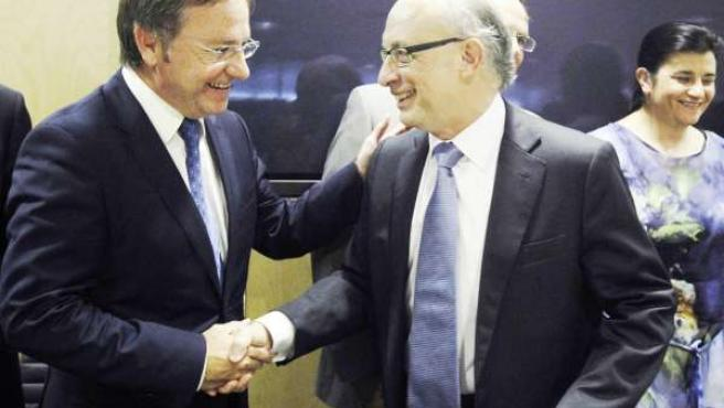 Juan Carlos Moragues saluda a Cristóbal Montoro en el CPFF