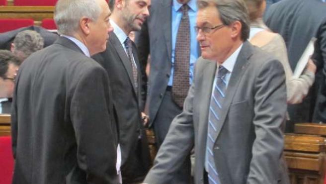 Pere Navarro y Artur Mas, en el Parlament (Archivo)
