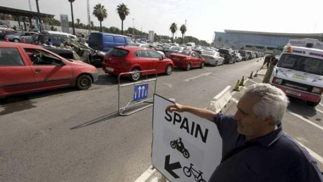 Esperas de varias horas en Gibraltar para entrar y salir del Peñon en la primera semana de agosto 2013.
