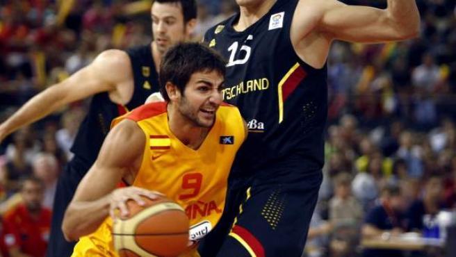 Ricky Rubio ataca a Alemania en un amistoso de preparación para el Eurobasket 2013 en el que España ganó por paliza.