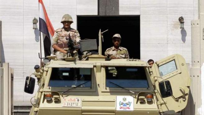 Soldado egipcios en El Cairo, en frente del Tribunal Constitucional.